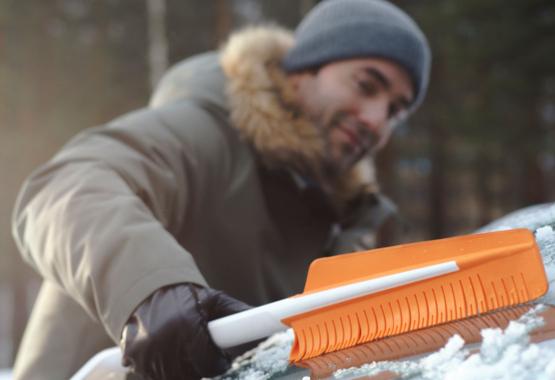 SnowXpert™ Brush and Ice Scraper