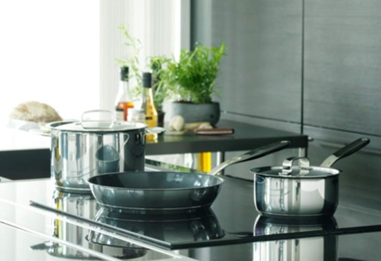 Cleaning non-stick stainless steel pans